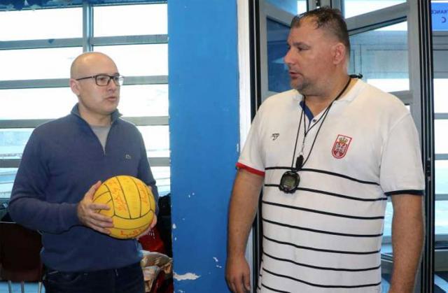 Gradonačelnik Novog Sada Miloš Vučević sa selektorom Vaterpolo reprezentacije Srbije Dejanom Savićem Foto: novisad.rs