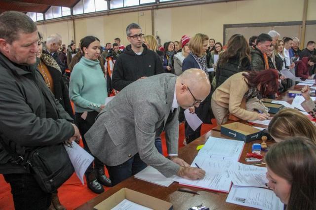 Gradski odbor SNS-a organizovao prikupljanje potpisa za kandidatske liste Foto: R. Hadžić