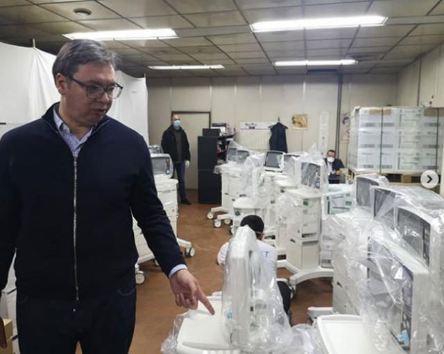 Vučić sa novim respiratorima  Foto:buducnostsrbijeav