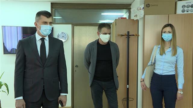 Ministar za rad Zoran Đorđević posetio je prostorije Nacionalnog SOS telefona za žene Foto: Tanjug/video