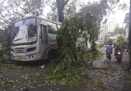 Ciklon uIndiji Foto:  TANJUG/AP Photo/Bikas Das