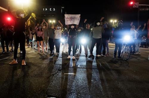Protesti u SAD Foto: AP Photo/Ringo H.W. Chiu, Christine T. Nguyen/Minnesota Public Radio via AP, Evan Frost/Minnesota Public Radio via AP
