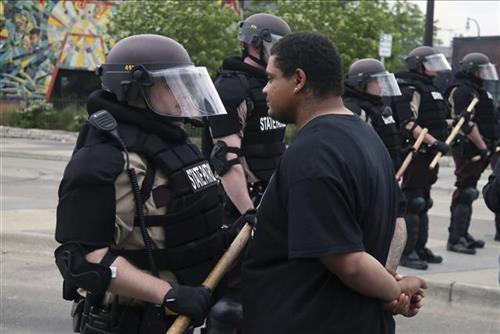 Talas protesta u SAD zbog ubistva u Mineapolisu Foto:AP/Jim Mone