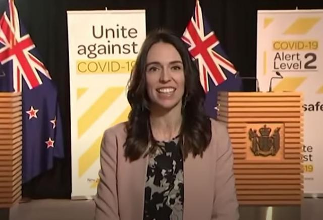 Premijerka Novog Zelanda Džasinda Ardern dala intervju u toku zemljotresa Foto: Youtube/printsacreen