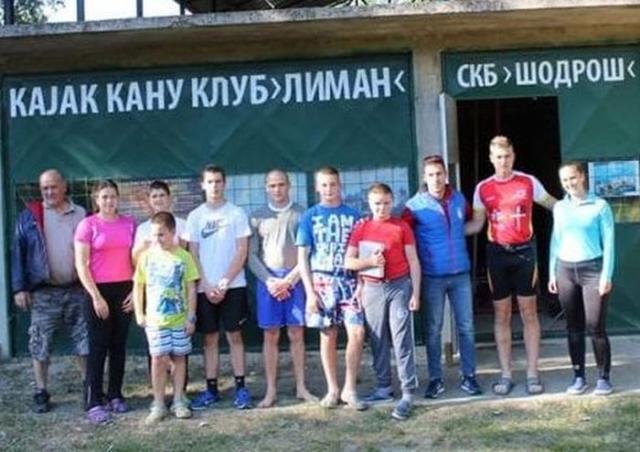 Selektor Jovanov u društvu trenera Tomića i kajakaša Limana Foto: privatna arhiva