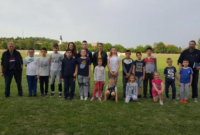 Titelski karatisti treniraju na fudbalskom terenu Foto: Z. M.