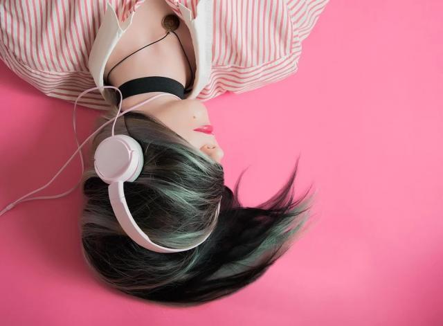 muzika slusalice devojka mladi pix