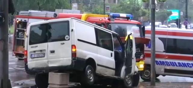 2020-06-18 08_14_07-РТС __ Судар испред Владе Србије - има погинулих, једна особа заробљена у аутомо