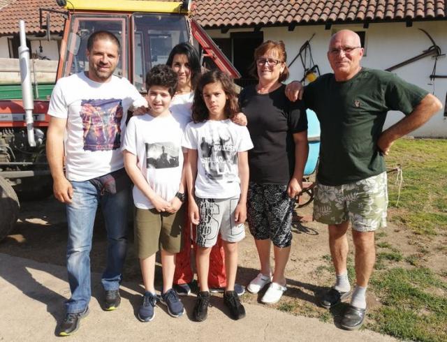 Tri generacije porodica Đurđević iz Malih Radinaca Foto: M. Mitrović