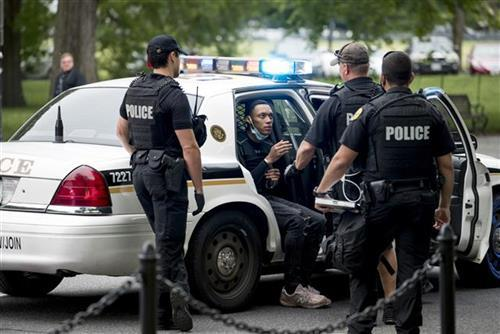Tužba i istraga protiv policije zbog kršenja ljudskih prava Foto: AP Photo/Andrew Harnik