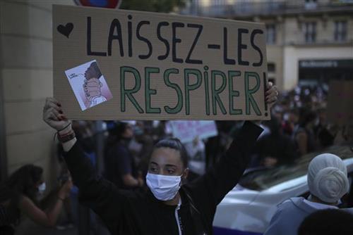 Protesti zbog korona mera i podrške Flojdu u Parizu  AP Photo/Daniel Cole