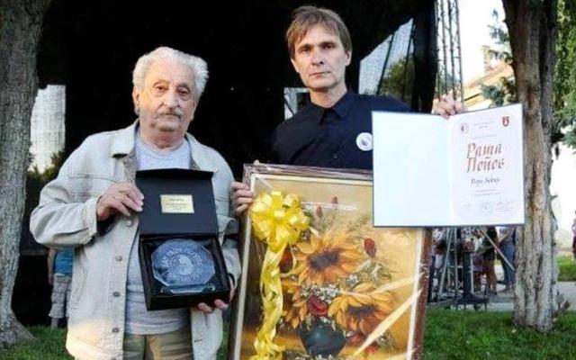 Slavodobitnik Pero Zubac i predsednik MZ Mokrin Živko Ugrenović Foto: Grad Kikinda