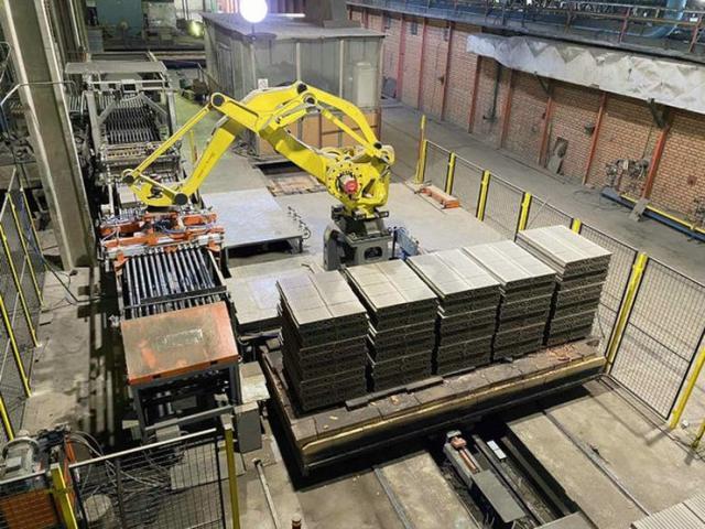 Automatska linija sa robotima za razlaganje i pakovanje blokova Foto: Nekse grupa