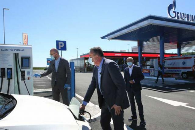 Otvorena nova NIS-ova benzinska stanica na auto-putu NS-BG  Foto: novisad.rs