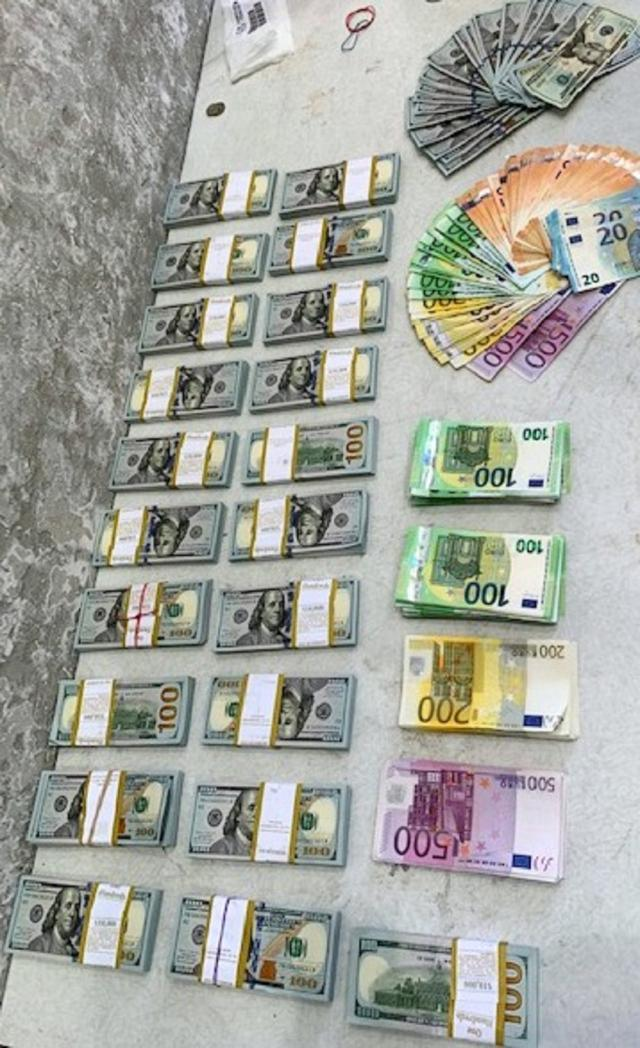 preko 200 000 dolara i 50 000 evra zaplenjeno na Horgosu