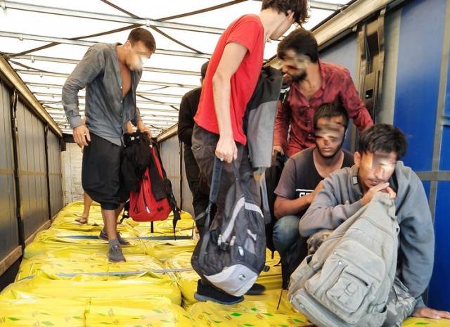 Pun kamion migranata na Preševu Foto: Uprava carina