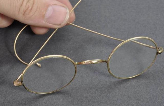 Naočare koje su pripadale Gandiju prodate na aukciji za 260.000 funtiIzvor: Tanjug/East Bristol Auctions via AP