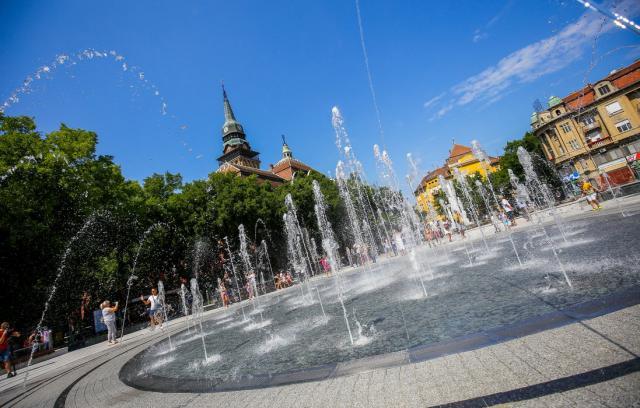 Puštena u rad nova fontana na Trgu slobode u Subotici Foto: Tanjug/ Red/ Dejan Malagurski