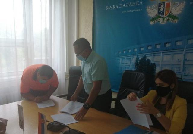 Dodeljeni ugovori o poboljšanju stanovanja romske populacije Foto: Opština Bačka Palanka