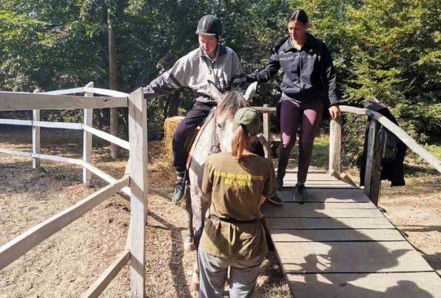 Jahanje kao terapija za decu iz Subotišta Foto: Opština Pećinci