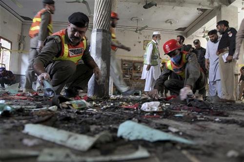 Eksplozija bombe u medresi u Pešavaru Foto: AP Photo/Muhammad Sajjad