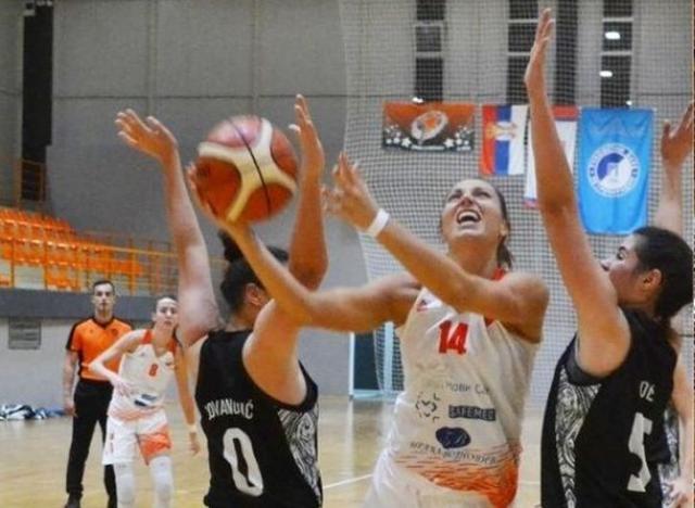 Jovana Adamović (14) u akciji Foto: S. Šušnjević
