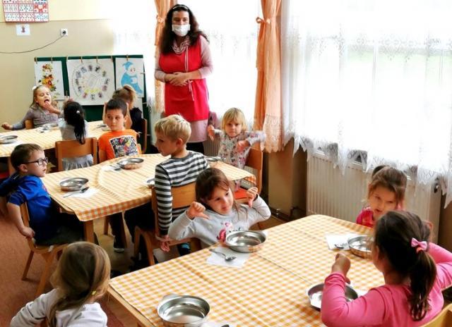 """Deca u dnevnom boravku vrtića """"Bela rada"""" u Malim PijacamaFoto: M. Mitrović"""