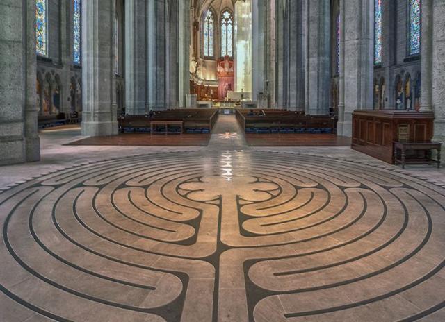Šartr, Francuska: lavirint na podu gotičke katedrale Foto: wikipedia