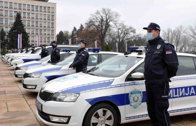 Policiji prvih 15 vozila sa savremenom informacionom opremom Foto:MUP Srbije