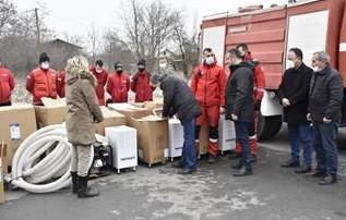 U Laplje Selo stigla pomoć za poplavljena domaćinstva Foto: Tanjug/video