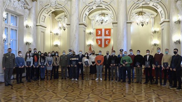 Ministar Stefanović uručio stipendije za 23 mladih Foto: Tanjug/video