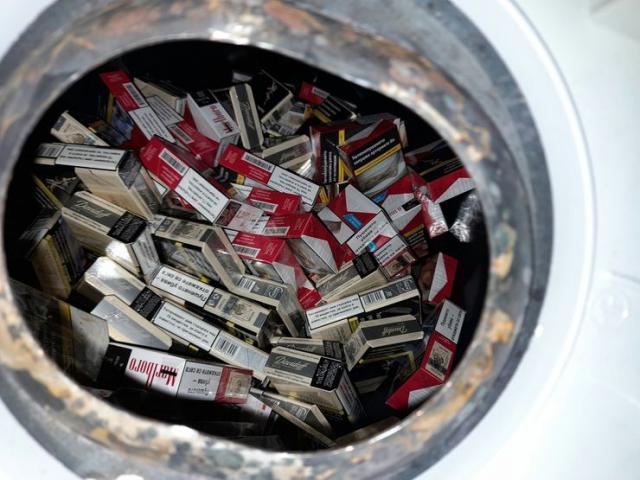 Bojler pun paklica cigareta Foto: Uprava carina