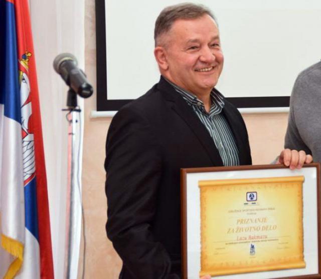 Удружење спортских новинара Србије: Лазо Бакмаз пред крај каријере примио награду од колега
