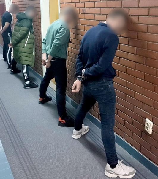 МУП Србије/Ухапшени осумњичени у новосадској полицији
