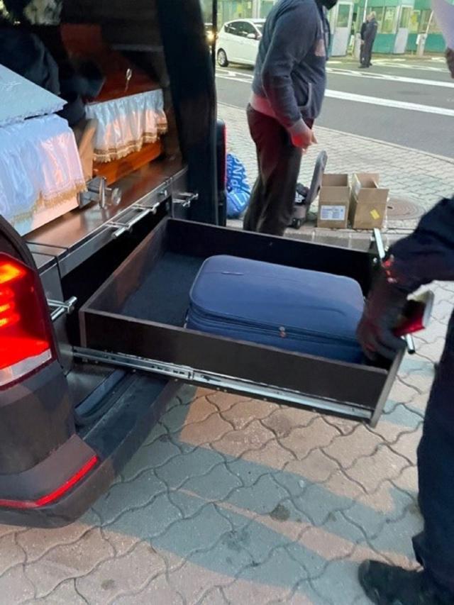 Telefoni krijumčareni u vozilu za prevoz pokojnika