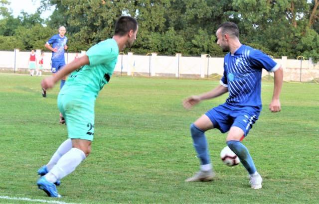 В. Јанков/Милош Савановић (десно) постигао два гола у Старој Пазови