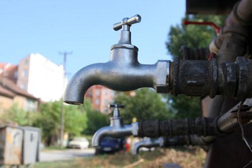 Česma na cisterni, pijaća voda foto: Dnevnik.rs